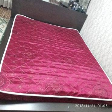 Продаю кровать в хорошем состоянии и тумбу с зеркалом в Бишкек