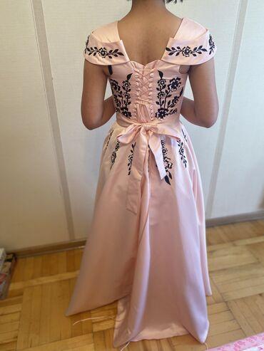 Вечернее платье. Одевались 1 раз, нежно-персиковый цвет. Размер
