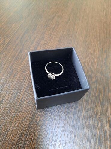 Продаю красивое бриллиантовое колечко! недорого! совсем новая! белое