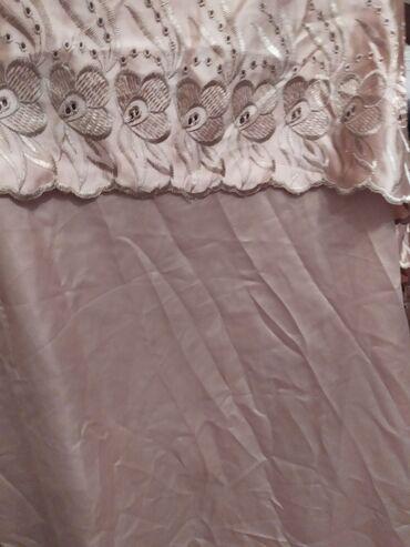 Pərdə satılır pudra rengi.Eni 3 metr,uzunluğu 2.60 .çox gözəl
