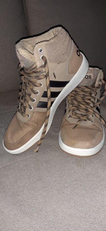 Adidas trenerka zenska - Srbija: Na prodaju muška, zimska, postavljena adidas patika. Bez oštećenja