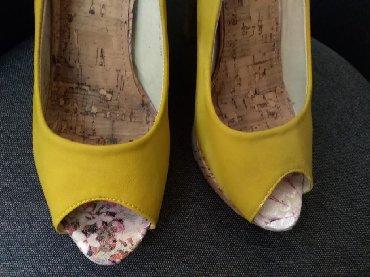 Kozne-patikice-zute - Srbija: Zute sandale na stiklu 40