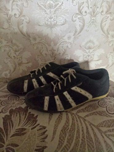 Продаю кроссовки на мальчика размер 34 в Бишкек