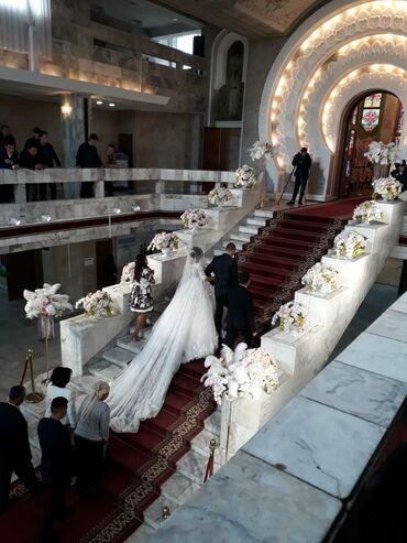 Шикарное свадебное платье с 2х метровым шлейфом