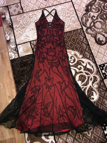ПРОДАЮ Платье украшено бисеромОчень красиво смотритьсяС вырезом