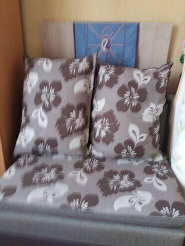 Продаем диван трансформер. Раздвигается,можно спать. Стоимость 30 000