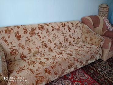 yığma divan - Azərbaycan: Tek divan Altina yukde yigmaq olur.acilib yataq kimide istifafe etmek