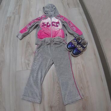 Спортивный костюм на девочку 3-4 года, кеды 26 размер, состояние
