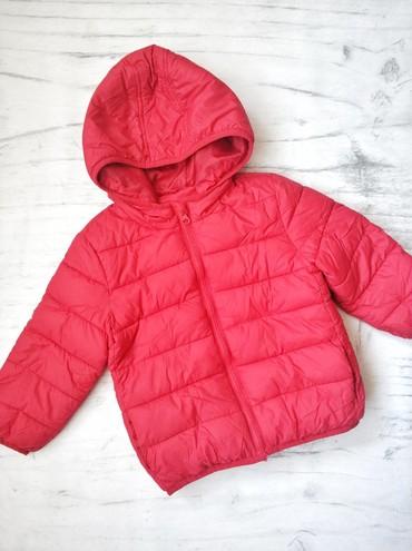 Куртка, красная, очень лёгкая, в идеальном состоянии, на 2-3 года