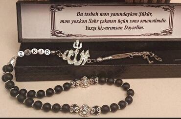qebir dasi - Azərbaycan: Eqiq daşinnan tesbeh Ad yazilmasi Korobkanin ustune yazi