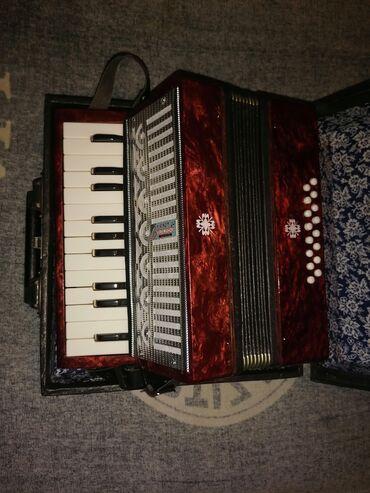 Harmonike - Srbija: Kao nova, 16 basova, proizvođač križačok. Made in USSR - Sovjetski