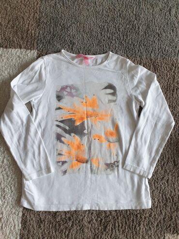 OVS majica vel 4-5. Viskoza bez ikakvih oštećenja i fleka što se vidi