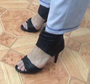 Женские новые кожаные босоножки кожаные производство Корея стильные и