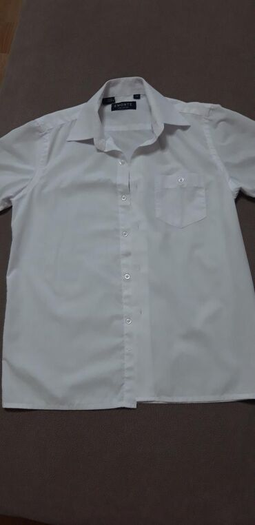 Белая рубашка на мальчика,32 размер, на 3-4 класс. Состояние идеал