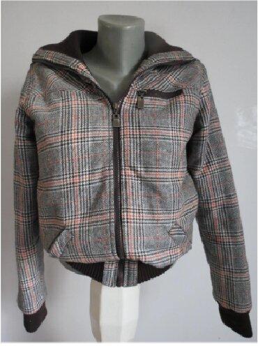 Jaknica-bela-postavljena - Srbija: Karirana topla jaknica 34 velPostavljena strukirana. veoma topla