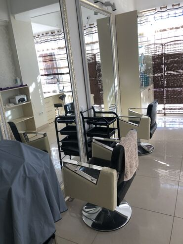 Стол в аренду - Кыргызстан: Сдаётся в аренду маникюрный стол,парикмахерское место,стол для