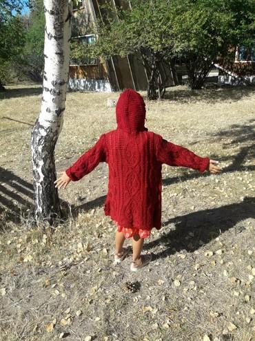 детские вязаные шапки ручной работы в Кыргызстан: Детское вязаное пальто