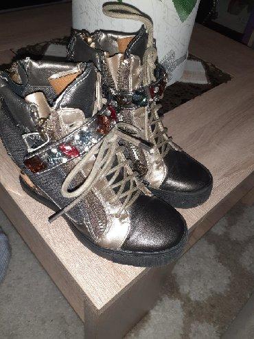 Pre cipelice broj - Srbija: Prelepe firmirane cipelice-patike sa kristalima,donete iz
