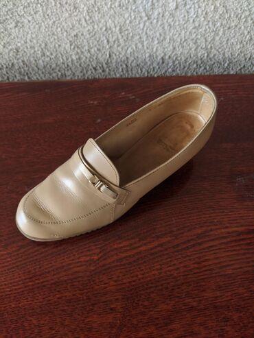 Продаются женские туфли)Размер 38-39