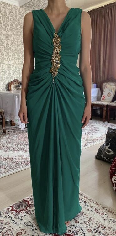 shapka s cvetami в Кыргызстан: Очень красивое вечернее платье. Размер S
