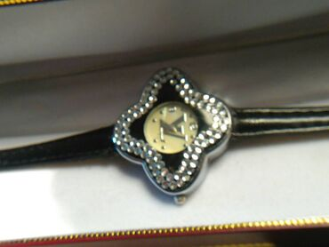 Louis Vuitton διαχρονικό ρολόι εποχής OLO PETRADIA