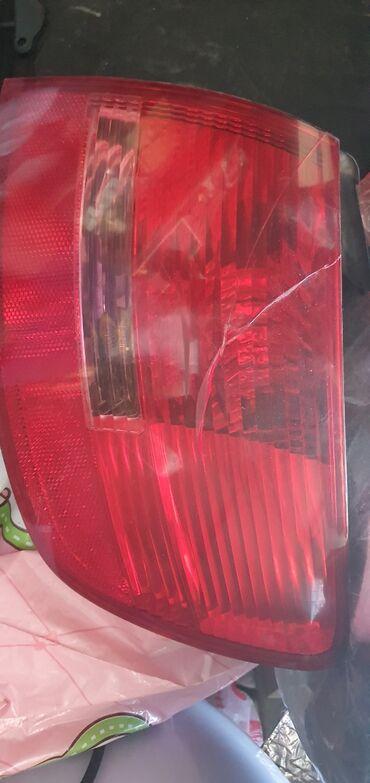 Задний плафон на Ауди А6 С6 универсал. Треснул, но задняя часть