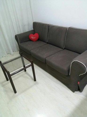Trosed-sofa,tamo braon boje,rasklopiva i laka za odrzavanje. Ima - Beograd
