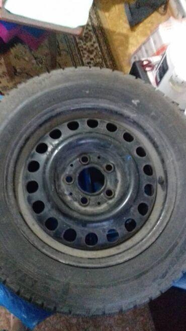 Продаю зимние шины. Комплект с дисками. Размеры 15/195/65. Подойдёт на
