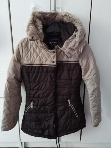 Dečija odeća i obuća - Novi Banovci: Zimska jakna braon bez cel 11-12Zimska jakna siva vel 9-10Cena je 2000