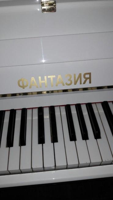 Pianino ФАНТАЗИЯ Rusiya stehsalı olan Zəmanətli Ağ rəngli. Cadırılma