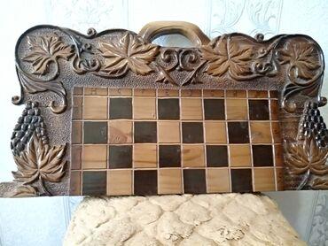 Шахматы - Кыргызстан: Продаю шахматы и нарды общая длина 64 см игровое поле 40 см а
