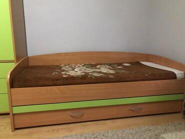 Jednostruki | Srbija: Krevet sa dusekom i fiokom, i ormar u zelenoj boji. U odličnom stanju