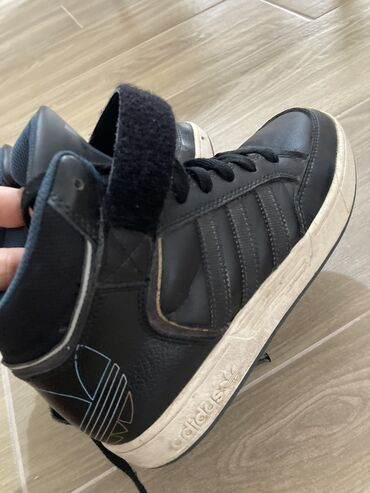 Adidas kožne duboke patike za jesen/zimu 37 broj manji kalup,orginal i