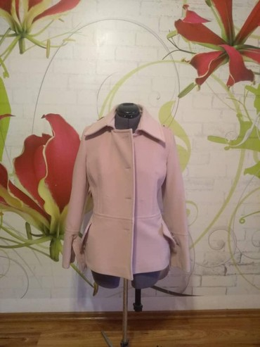 приталенное пальто в Кыргызстан: Пальто. Натуральное. Размер s. Приталенное. Надевалось один раз. Нет