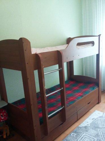 Продаю кровать двухъярусную состояние хорошее кое где надо в Бишкек