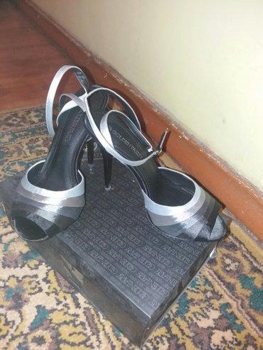 Размер 38 маломерка ,цвет черный .Причина продажи не могу носить, высо в Бишкек