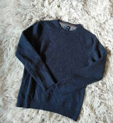 Kašmirski džemper, kao nov. Ramena 38, pazuh 48 cm, duzina 57 cm.Bez