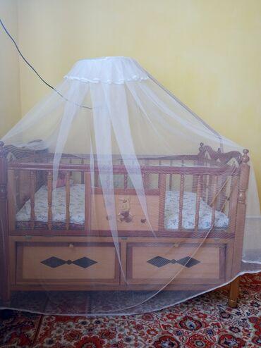 Детский мир - Сретенка: Срочно Продаю детскую кроватку и манежку прошу 5000