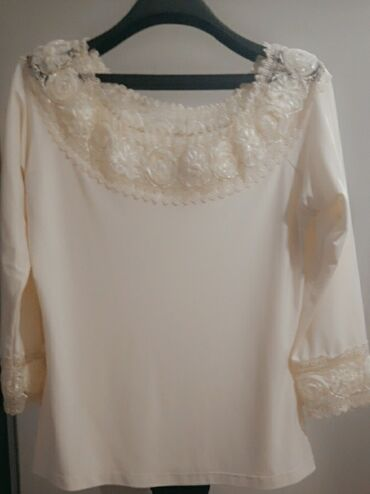 Elegantna zenska bluza - Srbija: Zenska bluzica boje sampanjcaElegantna. 48 velicina ali odgovara M-L