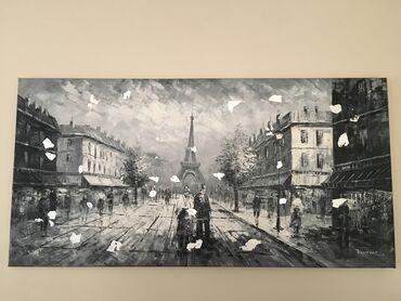 Πίνακας ζωγραφικής σε γκρι αποχρώσεις.Επάνω του δουλεμένα φύλλα