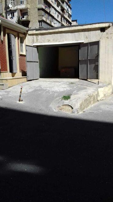 Qarajlar - Azərbaycan: 9cu mkr ushaq poliklinikasina yaxin iki kubikden tikilmish, ustu beton