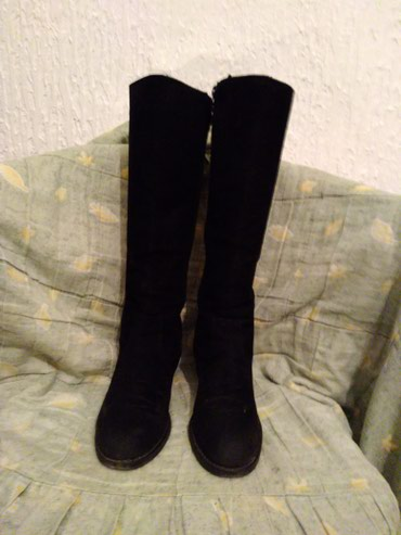 Očuvane antilopske čizme,39 broj,pozadi imitacija pertlama,crne - Vranje