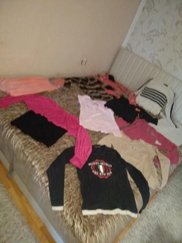 Na prodaju veliki paket zenske odeće (8 bluza i 3 majice). Sve u vel S - Cuprija