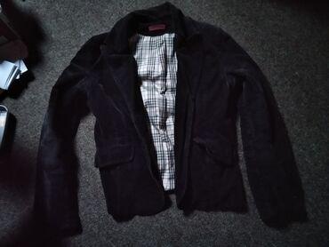 Zenski sako u crnoj boji, prelepog dezena.Sako je nosen, ali moze jos
