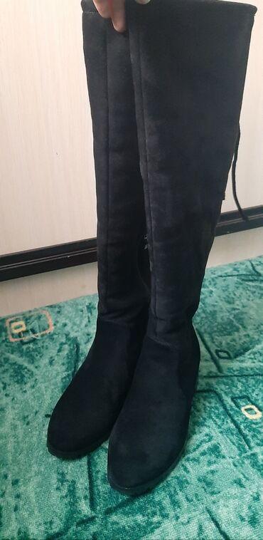 Зимние ботфорты,39 размер,одевала 2 раза,материал дубленка ( не замш)