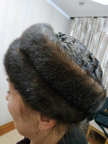 Телефоны из китая - Кыргызстан: Продаю норковую шапку . Сверху донышко натуральный каракуль.Очень крас