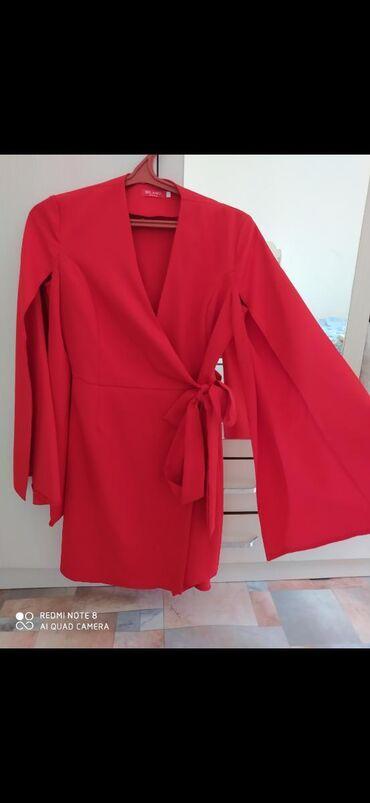 супер стильное платье в Кыргызстан: Продаю вещи отличного качества. Красное платье кейп одела 1 раз. Розо