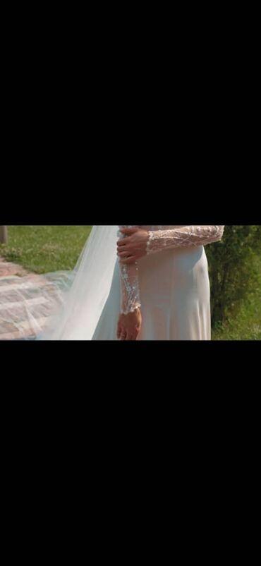 длинное платье темно зеленого в Кыргызстан: Продаю свадебное платье. Купила в Дубае за 1200$ . Размер xs-s, рост