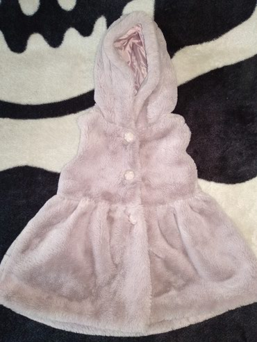 Продам красивое пальтишко-безрукавку в отличном состоянии на малышку с