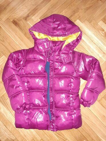 Ruska kapa - Srbija: Zimska jakna vel 116-122 kao nova samo sto je dete zakacilo pozadi